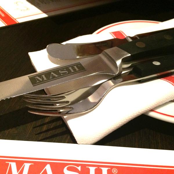 Steakbesteck im Restaurant Mesch