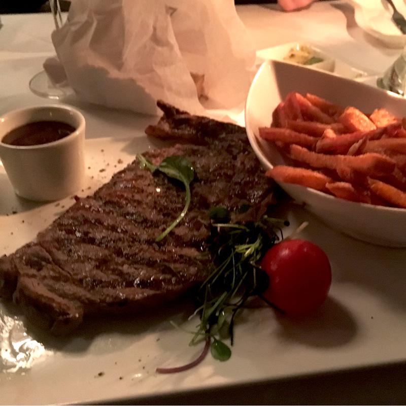 Rib-Eye Steak vom Prime Beef mit Süßkartoffel Frites