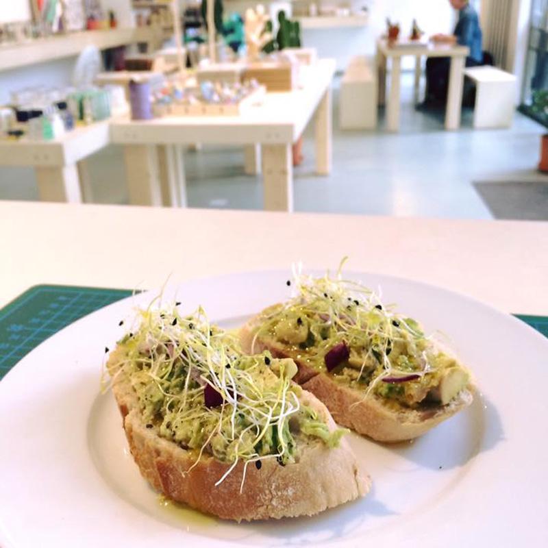 Garcon de Cafe aus Berlin Angebot Deli