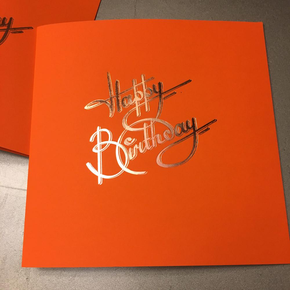 Quadratische Grußkarte Happy Birthday in orange mit rosegold Heißfolienprägung